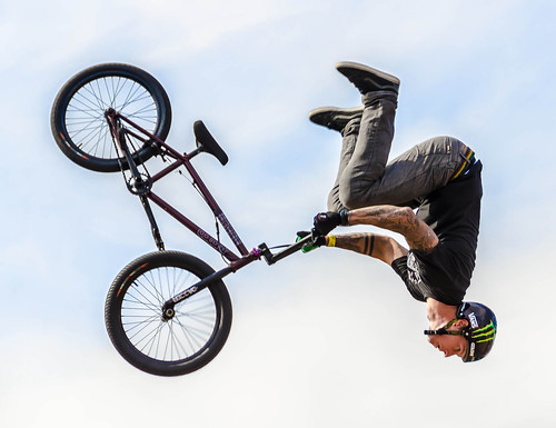california bike concentration losangeles bmx upsidedown competition acrobatics venicebeach greatexpression nikon18200mmvrii d7000 nikond7000 pse9 sonybigairtriples