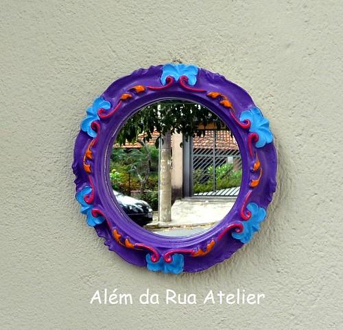 Espelhos com moldura provençal colorida