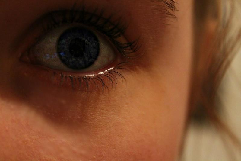 silmää