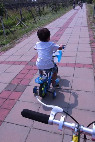 因為四輪很慢最後一個,邊騎邊哭。