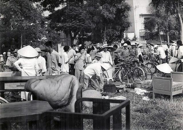 INDOCHINE. HANOI 1954 - MARCHE AUX PUCES (2)