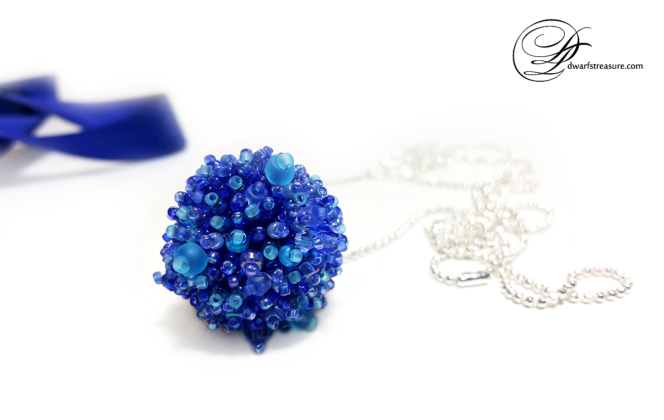 Fashionable blue fluffy beaded charm pendant