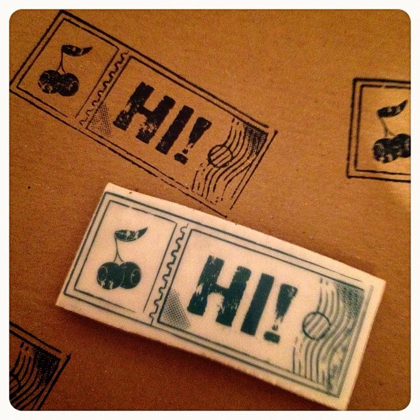 I've seen lots of people #rubberstamp #brown #packaging #wrappingpaper    thatI had to try it too and it look great so will definitely do it again. #hi #blue #urbanstamp #ticket