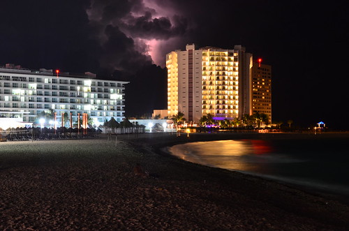 Hoteles y centellas  by FotoTanke
