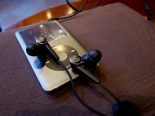 audio-technica SOLID BASS インナーイヤーヘッドホン ATH-CKS90