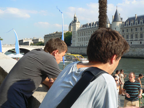 paul et clem à Paris PLage.jpg