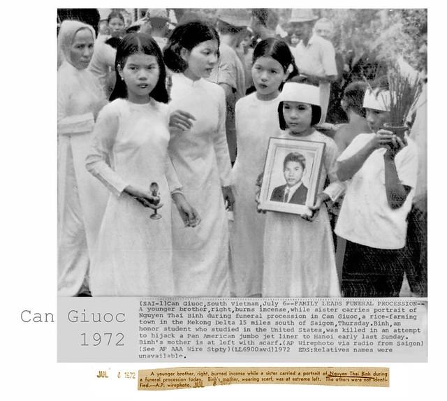 Cần Giuộc 1972 - Đám tang Nguyễn Thái Bình - FAMILY LEADS FUNERAL PROCESSION