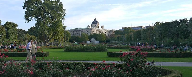 06 Volksgarten,人民公园!后面的建筑是自然历史博物馆
