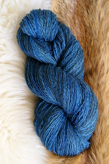 lace_yarn_blue