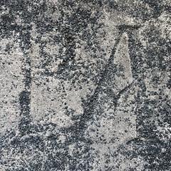 Letras al pie de una casona antigua chonchina, casi imperceptibles y gastadas por el tiempo.