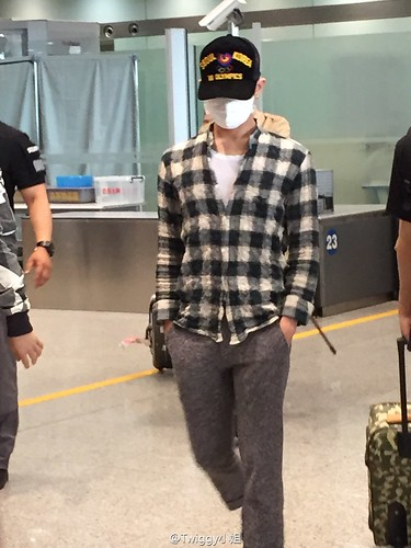 Big Bang - Beijing Airport - 07jun2015 - jojokillbill - 02