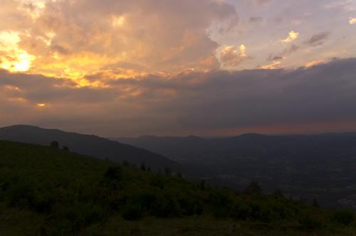 voyage sunset mountain france colors montagne landscape soleil reflex europe pentax kr nuages paysage soir coucherdesoleil