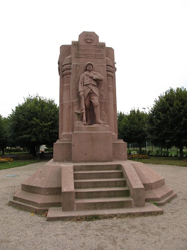 fontaine et monument raon l'etape 003