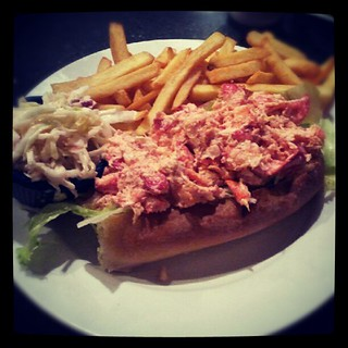 #lunch #yumo #lobster #lobsterroll #sodelicious #fries #newhampshire