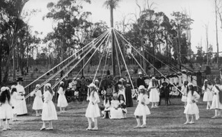 Children maypole dancing, 1900-1910
