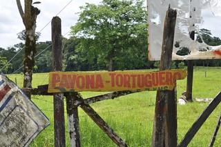 Tortuguero: Cartel indicando el embarcadero. Tortuguero - 7950139744 d850fdc131 n - Tortuguero, entre la tranquilidad y la vida salvaje
