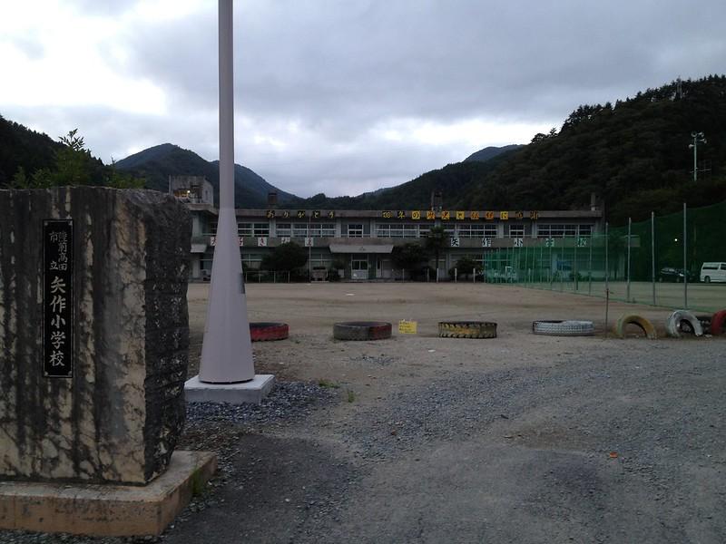 旧矢作小学校に到着