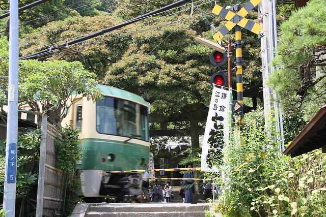 江ノ電と御霊神社の祭り (1)