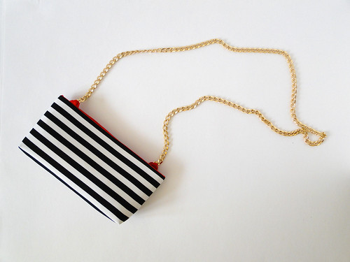 13 Striped Crossbody Clutch Tutorial by Fabric Paper Glue