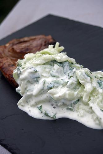 Agneau et salade de concombre à la menthe
