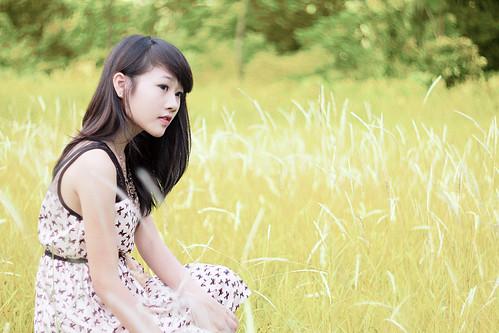 [フリー画像素材] 人物, 女性 - アジア, 人物 - 草原 ID:201209211400