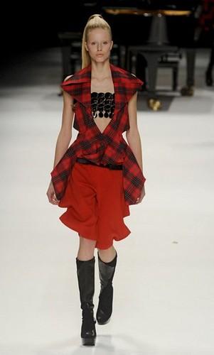 Issey_Miyake_fashion_week_2011_12_AW_025_catwalk_img_400_665