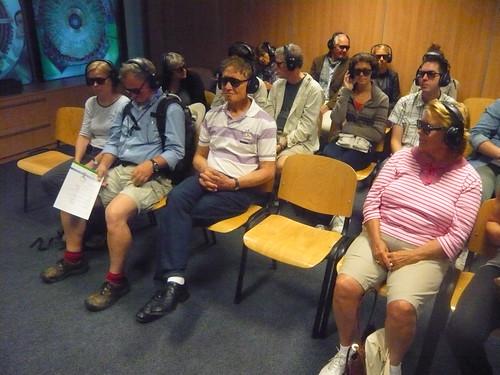 Exibição de filme em 3D explicando o funcionamento da operação.