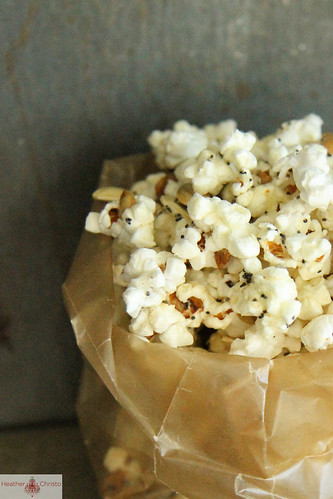 Spicy Cheddar Popcorn Mix