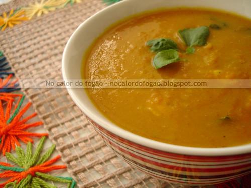Sopa de abóbora, cenoura, frango e agrião