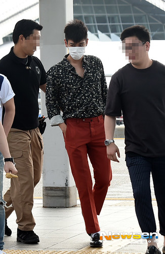 BIGBANG Incheon Airport to Shanghai Press 2015-06-19 043