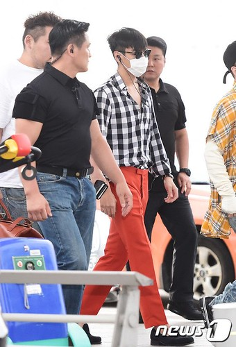 BIGBANG Departure Seoul to Macao Press 2016-09-03 (1)