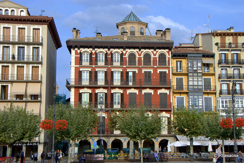 Fachada del Palacio Goyeneche, elegante palacio barroco del siglo XVIII situado en la Plaza del Castillo