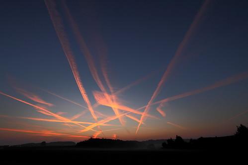 無料写真素材, 自然風景, 空, 雲, 朝焼け・夕焼け, 飛行機雲