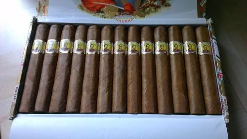An Open Box Of Bolívar Coronas Junior