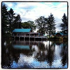 HUTTOPIA SENONCHES #huttopia #hutte #wood #fire #foret #cabane #chasse #vacances #vacation #voyage #aventure #adventure #cahutte #camping #camps #lac #love #loisir #bois #nature #natural #pêche #fire #poêle #fish #etang #badouleau #duck