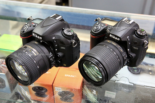 Nikon D600 vs D700 vs D300s compare choose which one decide review full frame fx dx size body weight