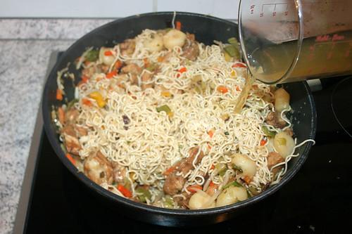 36 - Geflügelbrühe angießen / Add chicken stock
