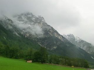 Ein alter Riese trug die selige Welt der Alpen 694
