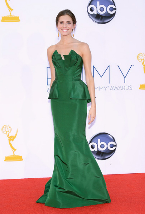 Allison Williams in Oscar de la Renta emmys