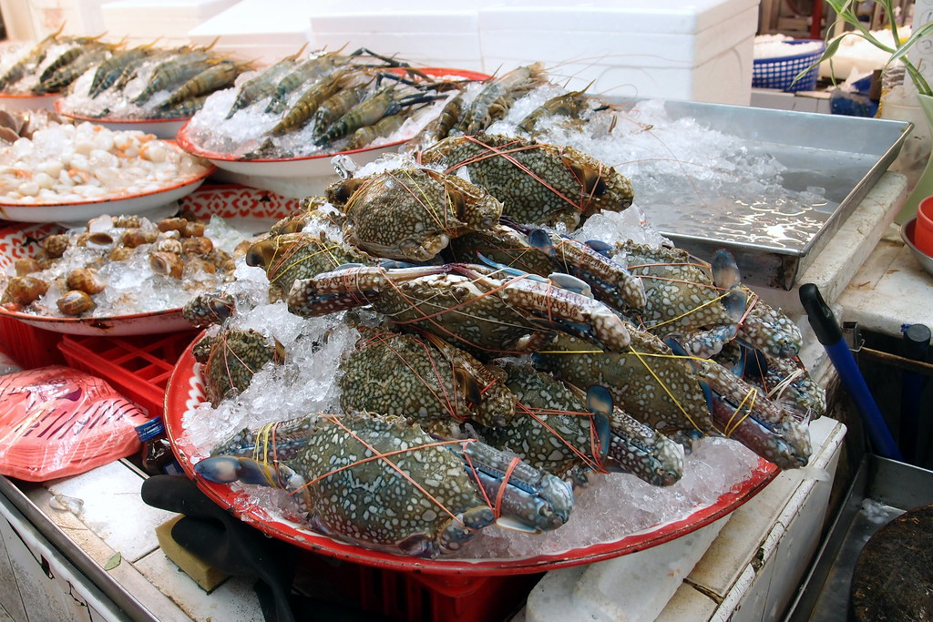 Or Tor Kor Market: Raw Seafood