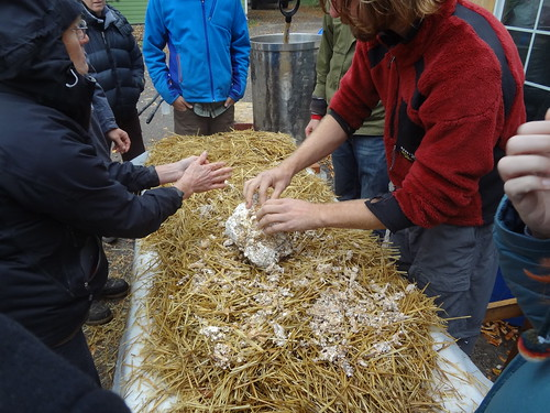 2012.10_mushroom cultivation workshop_straw