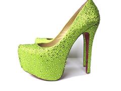 heel(0.0), outdoor shoe(0.0), yellow(0.0), aqua(0.0), leather(0.0), limb(0.0), leg(0.0), basic pump(1.0), footwear(1.0), shoe(1.0), high-heeled footwear(1.0), green(1.0),