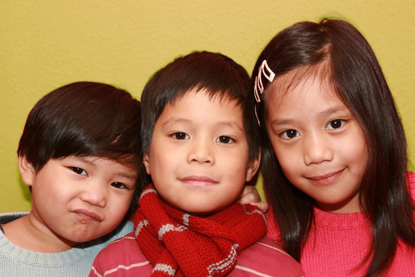 3 siblings united colors of benetton