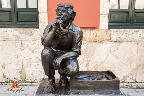 Estatua del vendedor de Pescado- Plaza de Trascorrales. Oviedo, Principado de Asturias. España.