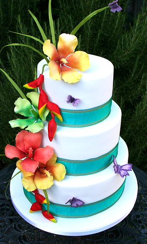 Tropical flowers wedding cake a photo on flickriver - Decoration gateau glacage royal ...