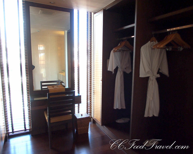 Royal Jacuzzi Penthouse3-Bedrooms Wardrobe in Master room