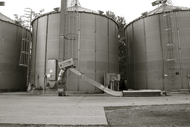Grain Elevators With Hutchinson Portable Grain Auger