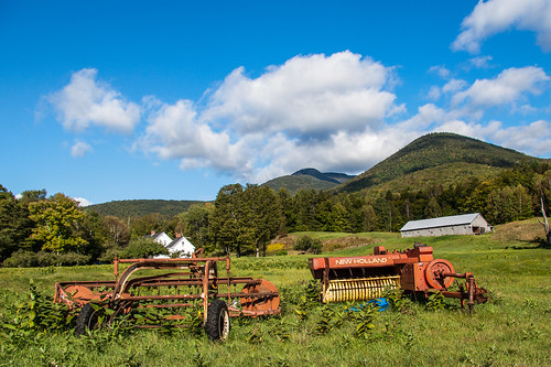 blue house mountains building green architecture barn unitedstates farm farming newhampshire whitemountains farmland machinery views farms hdr whiteface whitemountainnationalforest 365photoproject diceymillstrail