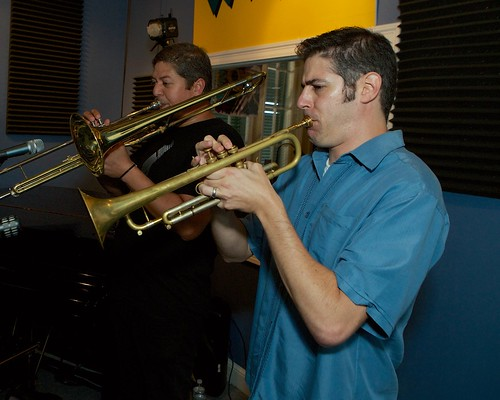 Ian Smith and Mike Kobrin performing live with Ernie Vincent