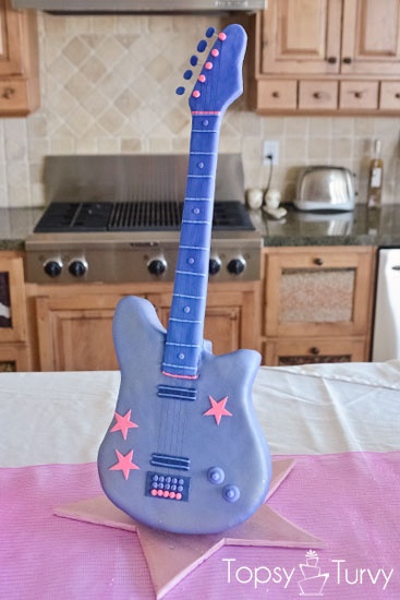 standing-guitar-cake-carved